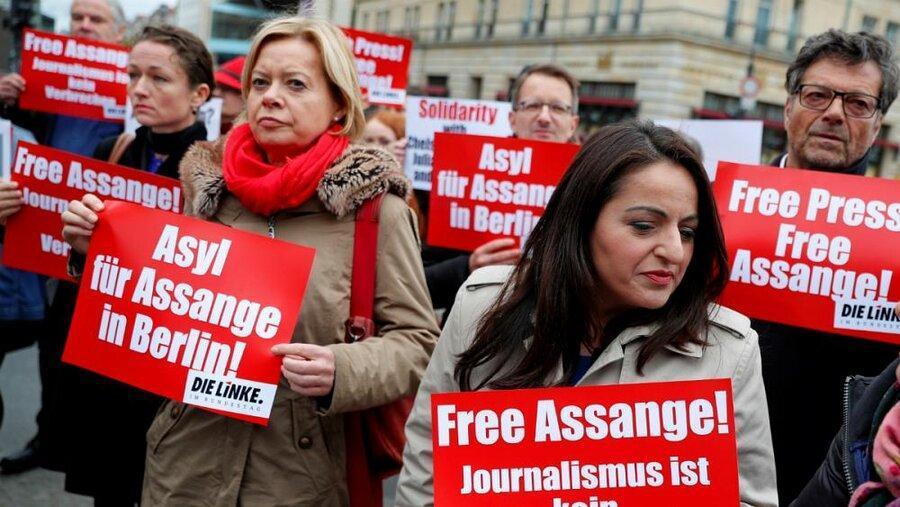 دستگیری جولیان آسانژ ، کمیسیون اروپا از اظهارنظر خودداری کرد